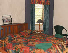 A twin bedroom in the Luilekker guest house